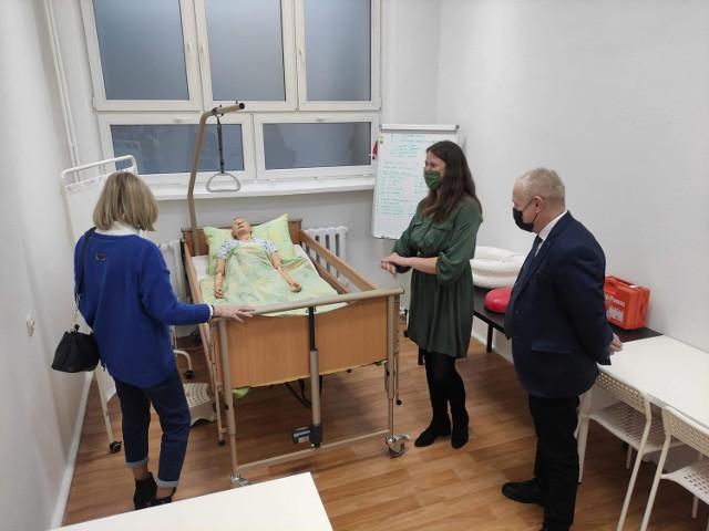 Szkoła Policealna nr 5 w Zduńskiej Woli bogatsza o nową, specjalistyczną pracownię