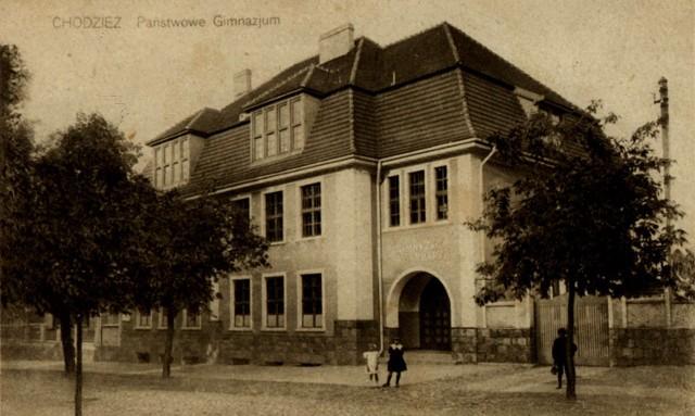 Historyczne zdjęcie budynku szkoły