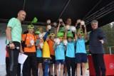 """Setki dzieci ze szkół podstawowych powiatu lęborskiego wzięło udział w zawodach """"Orlen -z podwórka na bieżnię"""""""