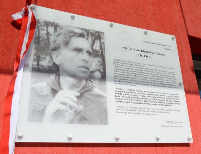 Na jednym z budynków stadionu Juweni w Przemyślu odsłonięto tablicę upamiętniającą Jarosława Kłymińskiego.