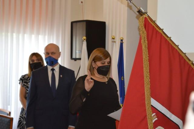 Nowa radna powiatowa Agnieszka Wasińska złożyła ślubowanie. Wybrano też nowego członka zarządu powiatu