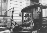 """""""Ksiuty w olejandrach"""", prostytutki i przekręty. Ciemna strona przedwojennej Warszawy we wspomnieniach taksówkarza"""
