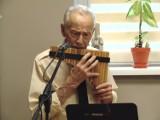 Henryk Wincenciak zagrał na fletni pana w Dziennym Domu Senior-Wigor największe przeboje polskiej muzyki rozrywkowej