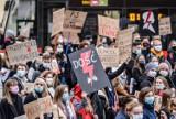 Ogólnopolski Strajk Kobiet. Dziś kolejny dzień protestów przeciwko zaostrzeniu prawa aborcyjnego NA ŻYWO