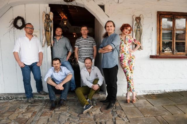 polski zespół muzyczny założony w 1998 roku. Wykonuje muzykę będącą połączeniem folku, popu i rocka. Od 2009 roku wokalistką zespołu jest Agnieszka Dyk.