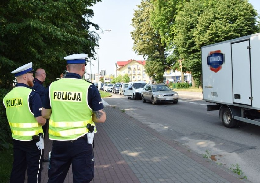 """Pucka drogówka wspólnie z PKP przeprowadzili akcję """"Bezpieczny przejazd - Szlaban na ryzyko!""""   NADMORSKA KRONIKA POLICYJNA"""