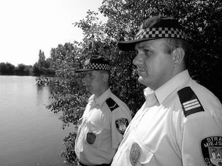 Strażnicy miejscy nie tylko pilnują porządku. Foto: JAKUB MORKOWSKI