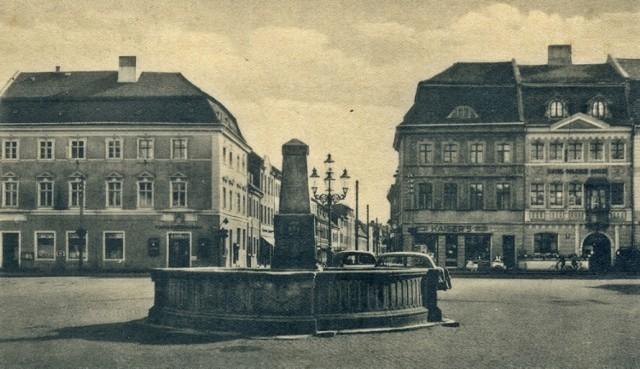 Krośnieński rynek z fontanną. Widok w kierunku południowym.