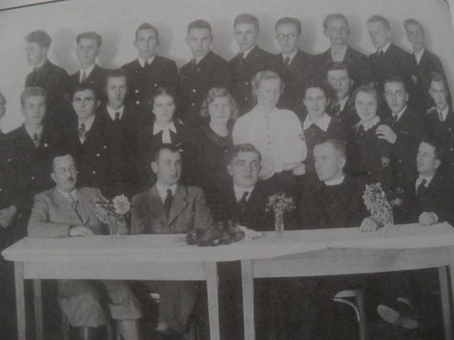Absolwenci z 1939 r. 22 uczniów z żorskiego gimnazjum polskiego