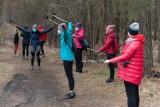 Uczyli się maszerować z kijkami w Myślęcinku z Bydgoskim Klubem Nordic Walking [zdjęcia]