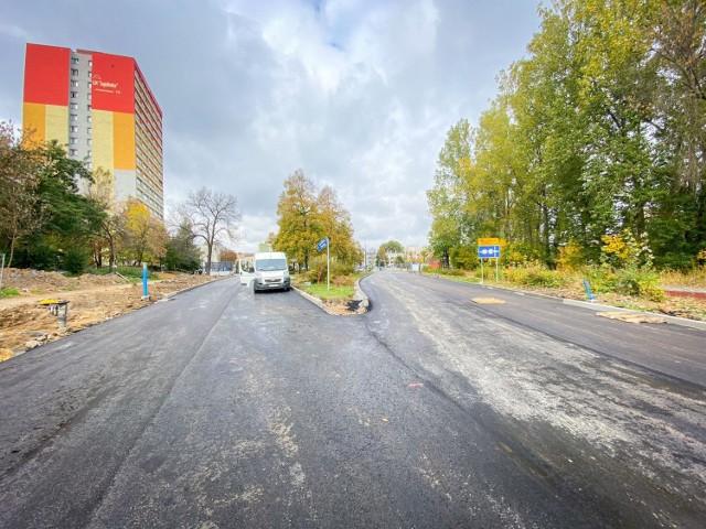 W piątek 15 października zostanie otwarty fragment ulicy Ostrogórskiej od ronda do skrzyżowania z Zegadłowicza. W dalszej części ulicy nadal trwają prace