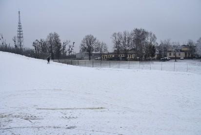 Kolejna atrakcja na ferie. Wrzesińska górka saneczkowa pełna śniegu