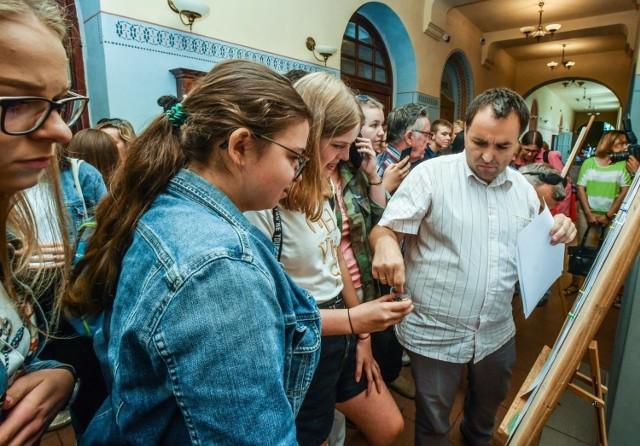 W czwartek (11 lipca) ogłoszone zostały listy zakwalifikowanych i niezakwalifikowanych do szkół średnich. W Bydgoszczy 520 kandydatów nie dostało się do żadnej ze szkół. Polały się łzy.