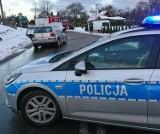 W Popowie samochód osobowy czołowo zderzył się z busem. Kierowca busa trafił do szpitala