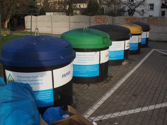 Gmina od stycznia 2021 r. zaprzestała udostępniania mieszkańcom zabudowy jednorodzinnej pojemników do selektywnej zbiórki odpadów na rzecz pakietów worków do selektywnej zbiórki.