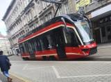 Takiego tramwaju poznaniacy jeszcze nie widzieli! Modertrans wybudował pierwszy wagon dla Tramwajów Śląskich i testuje go w Poznaniu