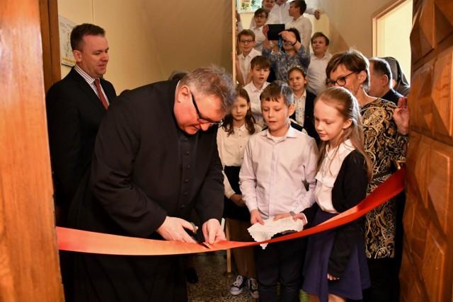 Katolicka Szkoła Podstawowa w Piotrkowie obchodziła Dzień Patrona. Otwarto w niej bibliotekę