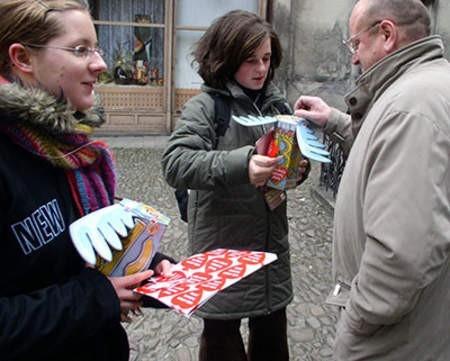 W niedzielę w Cieszynie pojawią się wolontariusze z takimi serduszkami. zdjęcia: Wojciech Trzcionka