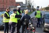 Krotoszyńscy policjanci działali przy przejazdach kolejowych. Wszystko po to, by zwiększyć bezpieczeństwo [ZDJĘCIA]