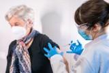 Gdzie sprawdzić Raport o niepożądanych objawach poszczepiennych? Czy są zgony po szczepieniu przeciw COVID-19? Ile osób zmarło? 8.05.2021