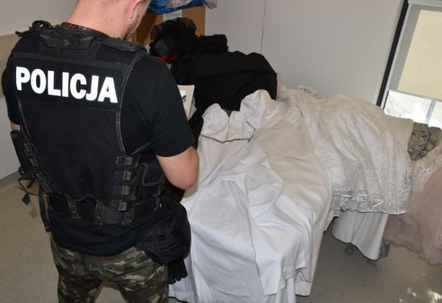 Policja w Kaliszu zatrzymała dwóch mężczyzn, którzy okradli salon sukien ślubnych
