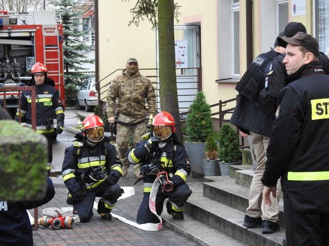 Zgłoszenie o bombie trafiło także do II LO w Bielsku Podlaskim, czyli tzw. Białorusów. Zdjęcia te pochodzą jednak z ćwiczeń, jakie policja i straż pożarna zorganizowały w ubiegłym roku