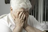 85-letnia koszalinianka straciła oszczędności życia. Wpuściła do domu dwie oszustki