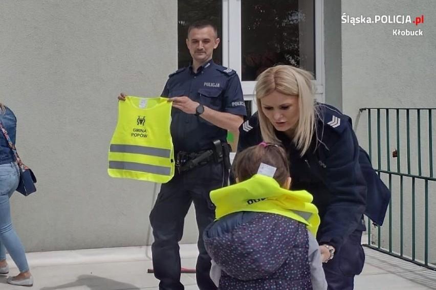 Bezpieczne przedszkolaki z gminy Popów. Z dziećmi spotkali się kłobuccy dzielnicowi