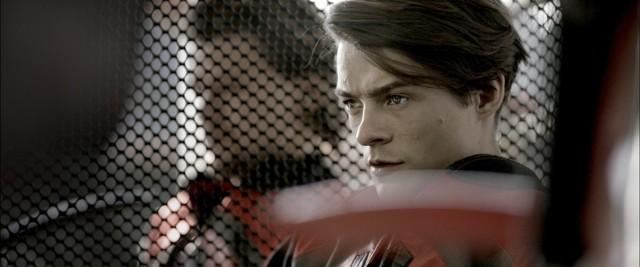"""Tomasz Ziętek wciela się w postać odważnego wielbiciela jazdy na motorze w filmie """"Żużel"""""""