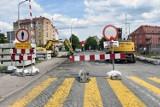 Przejazd na ulicy Chojnowskiej w Legnicy jest zamknięty! Jak jechać, gdzie przystanki? [ZDJĘCIA]