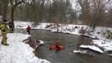 Strażacy ze Zduńskiej Woli monitorują zagrożenie powodziowe na rzekach w powiecie