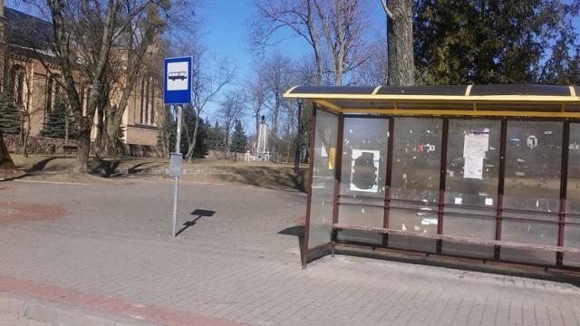 Z przystanku w Janowie nasza Czytelniczka często odchodzi pieszo, bo autobus nie przyjeżdża.