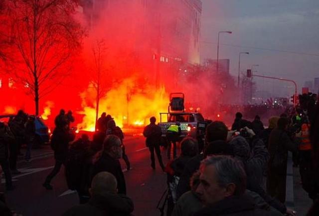 11 listopada ok. godz. 16 w centrum Warszawy wyruszył Marsz ...