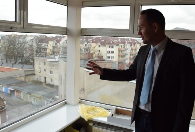 -Z nowego biura będę miał piękny widok na miasto - mówi poseł Tomasz Szymański