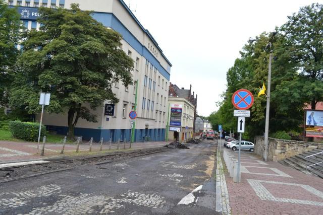 Nastolatek został zauważony przez nieumundurowanych policjantów na ulicy Bytomskiej, która obecnie jest w remoncie
