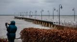 Gdynia Orłowo - szalejący sztorm na Bałtyku. Wichury w Trójmieście [2.01.2019]- podniesiony poziom wód