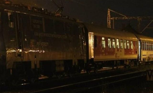 Gniezno. Mężczyzna przeżył zderzenie z pociągiem. Był pijany