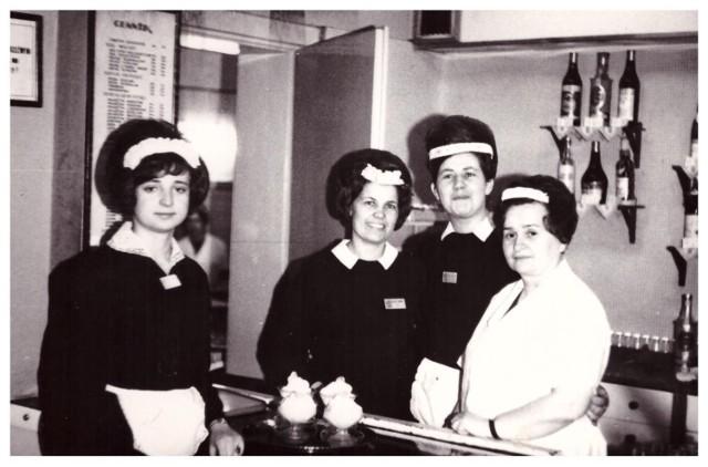"""W okresie dwudziestolecia międzywojennego życie towarzyskie w Szamotułach kwitło. W karnawale w lokalach odbywały się zabawy i potańcówki. Na zdjęciu słynna kawiarnia """"Pod Basztą"""""""