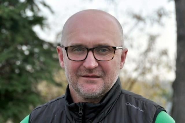 Jacek Cyzio ma 53 lata. Wychowanek Górnika Libiąż, grał potem w Cracovii, z której odszedł do Pogoni. Gra też m.in. w Legii Warszawa