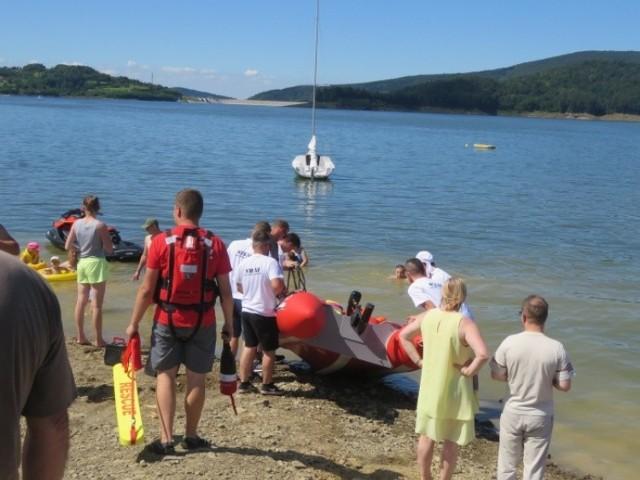 Lato 2020. Turyści tłumnie ściągają nad Jezioro Mucharskie