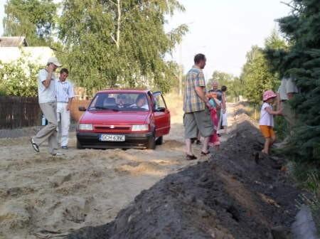 Utrudnienia w ruchu są już w Rytlu na ul. Nowa Wieś. Wszystko dlatego, że trwają prace związane z jej utwardzeniem.