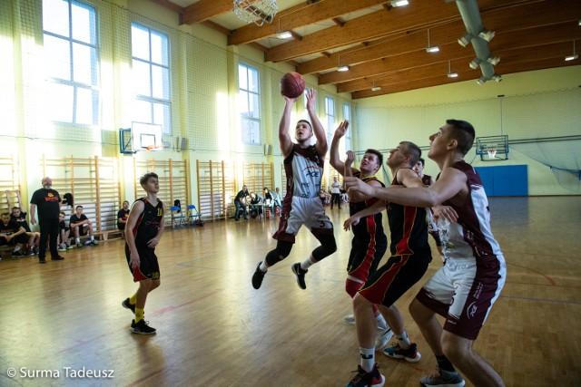 Spotkanie juniorów starszych Spójni i Kaspro rozegrane zostały w hali sportowej SP 3 w Stargardzie