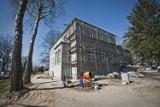 Remont zabytkowego budynku przy ul. Andersa 32 w Koszalinie dobiega końca