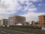 Nowe bloki powstają przy ul. Klasztornej w Ostrowie Wielkopolskim