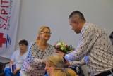Szpital Gniezno: kwiaty i podziękowania dla pracowników [FOTO]