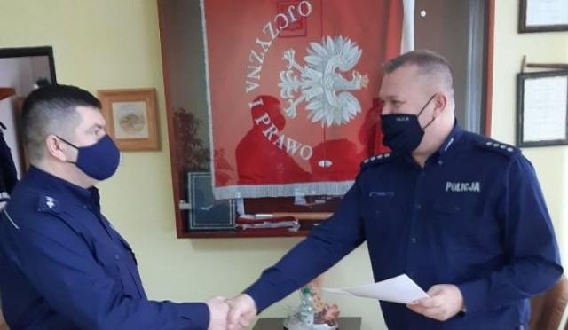 Podziękowania dla komendanta janowieckiego komisariatu za 30 lat służby.