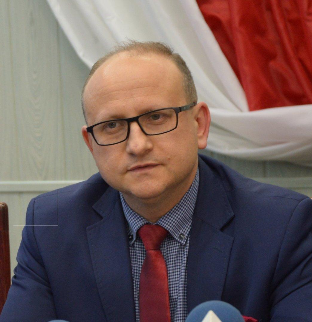 66dd42c7d0439 Gmina Bełchatów. Wójt odwołał dyrektor Szkoły Podstawowej w Kurnosie ...