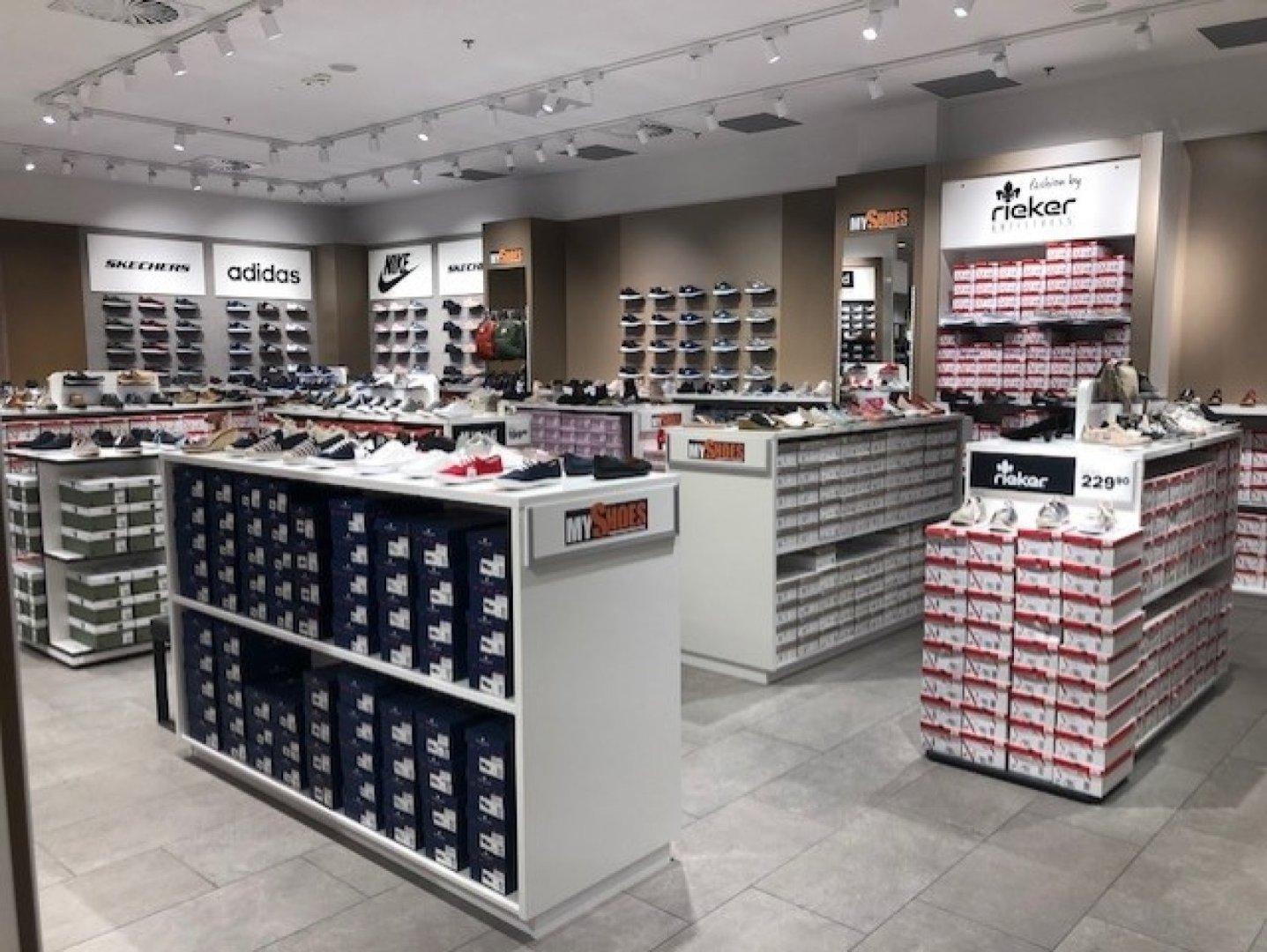 0a6722e7 Nowa sieć sklepów z markowymi butami i torebkami otwiera sklep w Galerii