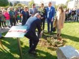 Czarny Bór odwiedził Witold Bańka, minister sportu i turystyki. Posadził drzewko na Skwerze Olimpijczyków i wizytował nartorolkostradę