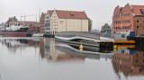 Kładka dla pieszych na Wyspę Spichrzów w Gdańsku przeszła pomyślnie próby techniczne. Będzie gotowa z rocznym poślizgiem
